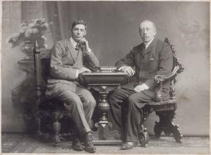 Portret van Robert baron van Zuylen van Nyevelt (1859-1911) en Jhr. Frederik Albert Govert (Frits) Gevers (1890-1984)