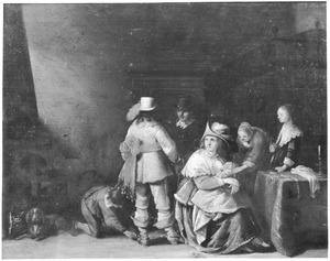 Elegant gezelschap in een interieur, met een officier die aangekleed wordt door een knecht