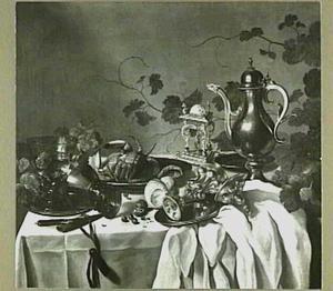 Stilleven met krab, geschilde citroen, een kan en divers