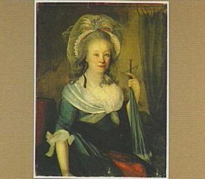Portret van een zittende vrouw met een opgevouwen parasol in haar hand