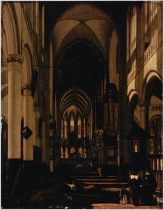 Kerkinterieur met grafdelver