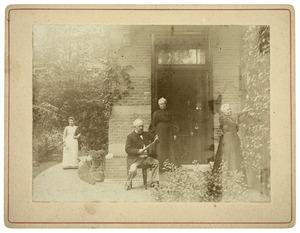 Portret van Johannes Stephanus Diephuizen (1838-1926), Johanna Cornelia van Keulen (...-1926) en Hendrika van Keulen (...-1925)