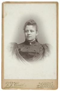 Portret van een vrouw, waarschijnlijk Jacoba Johanna Ramondt (1870-1939)