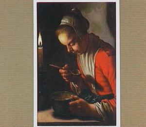Pap etend meisje bij kaarslicht