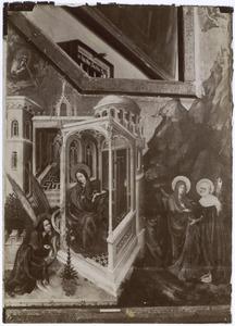 De annunciatie (links) en de visitatie (rechts)