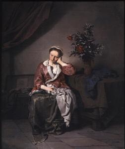 Slapende vrouw bij een boeket bloemen