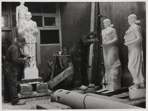 Hildo Krop aan het werk in zijn atelier