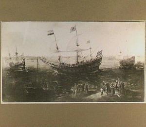 Hollands schip voor de kust, linksvoor een strandje met enige mensen