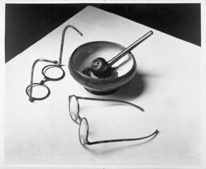Brillen en pijp van Piet Mondriaan