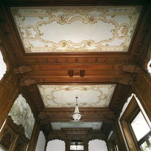 Ornamentele plafondschildering met cherubijntjes