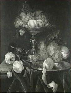 Stilleven met tazza, roemer, vruchten en rozen