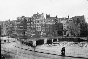 Het Rokin met zicht op de Langebrug vanuit het gebouw van Arti et Amicitiae te Amsterdam