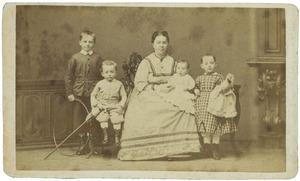 Portret van Anna Ens (1833-1893) en haar kinderen