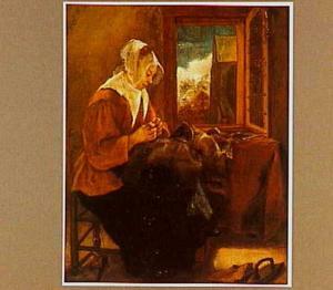 Naaiende vrouw in interieur