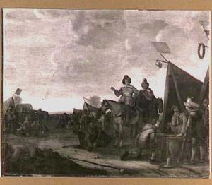 Legerkamp met dobbelende soldaten voor een tent