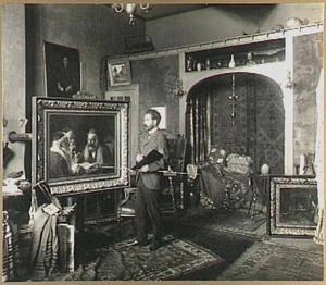 De schilder Eduard Frankfort in zijn atelier aan de Willibrordusstraat Amsterdam