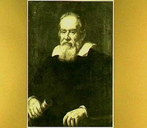 Portret van Galileo Galilei (1564-1642) zittend in halffiguur, met een telescoop in zijn hand