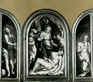 De H. Johannes de Doper (links), de bewening (midden), de H. Hieronymus (rechts)