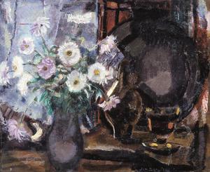 Stlilleven met bloemen in vaas en tinnen bord