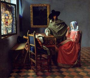 Drinkende vrouw met een man in een interieur