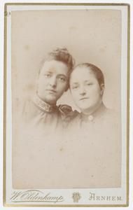 Dubbelportret van Anna en Artje Wilbrink