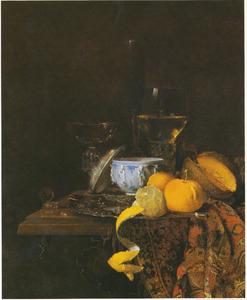 Stilleven met porseleinen dekselpot, vruchten en glaswerk
