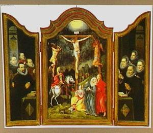De kruisiging (midden) en stichtersportretten (luiken)