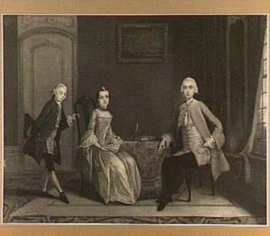 Groepsportret met drie personen in een interieur