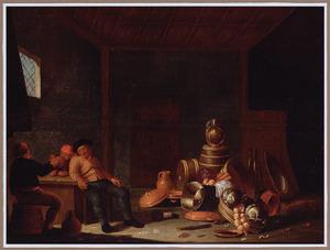 Interieur van een schuur met een stilleven van ketels, een kruik op een ton en groenten; links op de voorgrond boeren aan een tafel