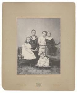 Portret van familie Van den Bos