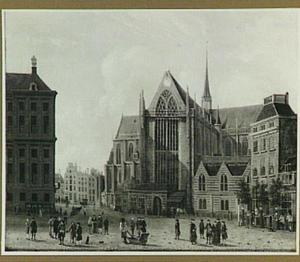 Gezicht op de Nieuwe Kerk op de Dam in Amsterdam