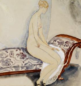 Zittend naakt op een sofa