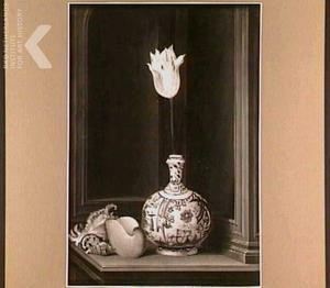 Tulp in een Ghendi vaas