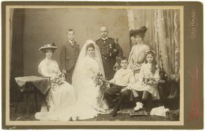 Portret van Johannes Hendrik Otto graaf van den Bosch (1869-1940), Jeanne Francoise Marie Rijnen (1879-1915) en gasten