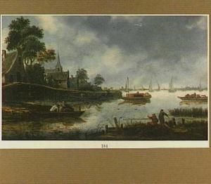 Dorp aan een rivier met een trekschuit, aan de horizon het silhouet van Haarlem
