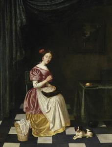 Een jonge vrouw lijfgoed verstellend in een interieur
