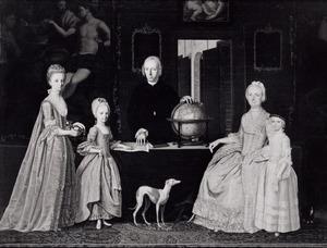 Portret van Gerrit Willem van Oosten de Bruyn (1727-1797) , Maria Croon (1729-1799) , Geertruida, Elizabeth van Oosten de Bruyn (1759-1810) , Maria Cornelia van Oosten de Bruyn (1766-1845) en Johanna Jacoba van Oosten de Bruyn (1768-1793)