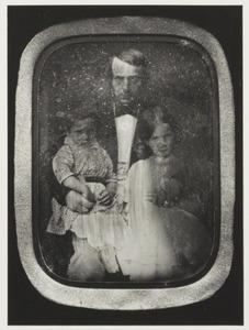 Portret van Barthold Jacob Lintelo de Geer van Jutphaas (1816-1903), Hester Gustafva Bartholdine Cornelie de Geer (1847-1905) en Herman Hubert Adriaan Jan de Geer (1848-1909)