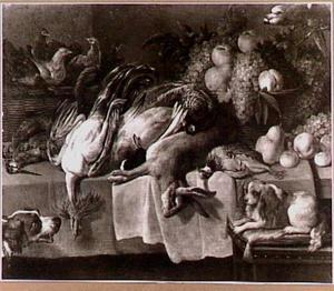 Stilleven van wild, kippen in een mand en vruchten; rechtsboven en papegaai en rechts- en linksonder een hond