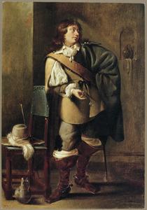 Een jonge man met een leeg glas