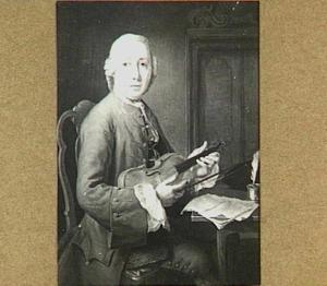 Portret van een onbekende man met viool