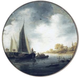 Rivierlandschap met enkele boten bij een aanlegsteiger