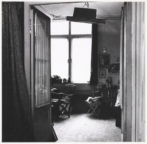 Het interieur van de woning van Fiedler M. J. Kosterstraat 11 te Amsterdam, op een van de laatste dagen van 1960