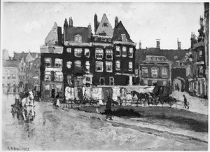 Het Rokin naar de Dam toe met het Beurspoortje te Amsterdam