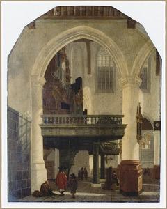 Interieur van de Oude Kerk te Delft met zicht op de tribune voor het orgel