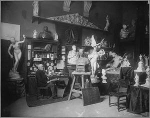 Portret van de beeldhouwer Prof. Bart van Hove in zijn atelier aan de tweede Constantijn Huygenstraat 81, Amsterdam op 26 juni 1903