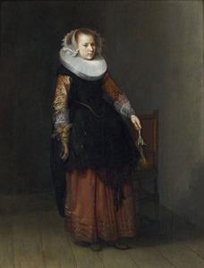 Portret van een vrouw in een interieur, staande ten voeten uit met een handschoen in de hand