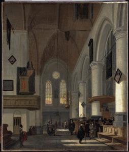 Interieur van de Oude kerk te Amsterdam, links op de voorgrond een donkere man