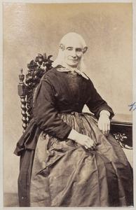 Portret van een vrouw, waarschijnlijk de echtgenote van Dr. Vlaskamp uit Vrouwenparochie