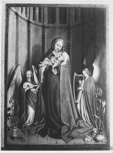 Maria met kind en twee musicerende engelen